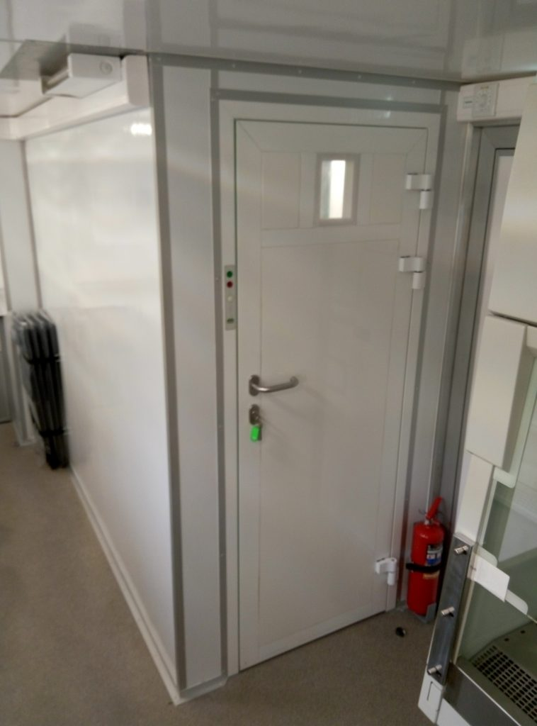 Чистое помещение в мобильной лаборатории